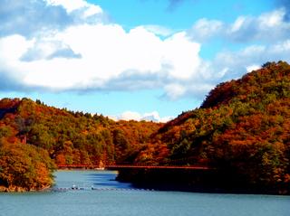 05花山ダム湖02s.jpg